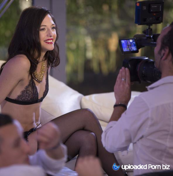 Claire Castel, Kimber Delice, Ines Lenvin, Luna Rival, Rachel Adjani Backstage Making Of Escort Deluxe FullHD 1080p