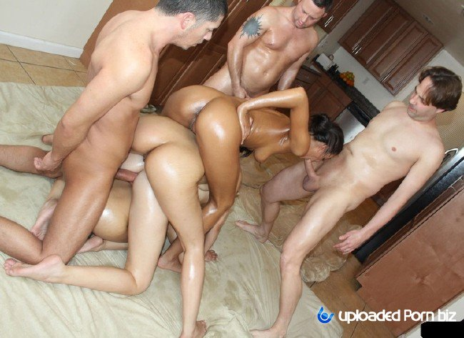 Oiled Sex Orgy - Molly Bennett Teen Oil Orgy Sex SD 404p » Download HD Uploaded Porn Video