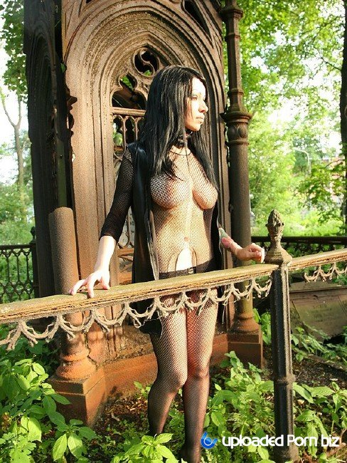 Zuza Sex With Goth Girl In The Cemetery SD 432p