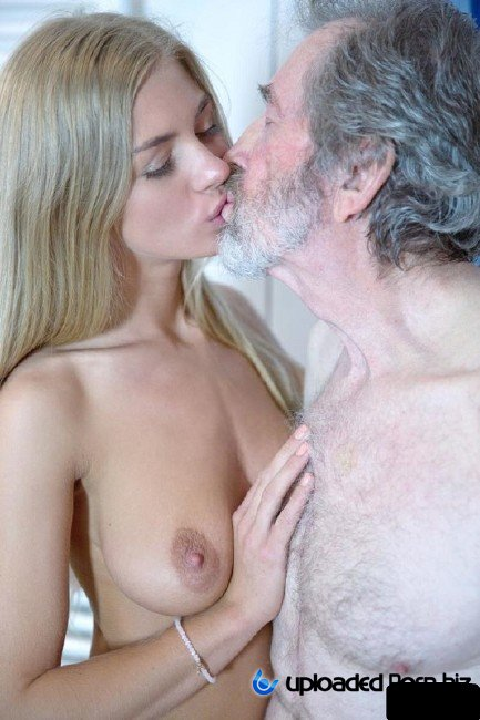 Lolly Gartner Sex With Old Man In Showher FullHD 1080p