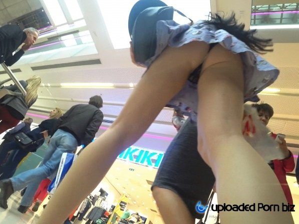 Amateur Upskirt In Shopping Mall UltraHD/4K 2160p